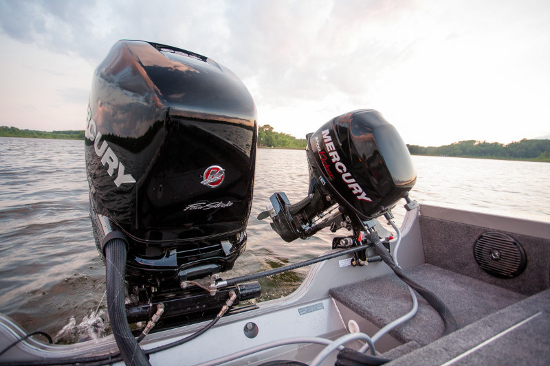 Inboard Vs Outboard Motors Hurst Marina 39 S Boating Blog