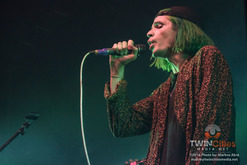 Thumb_grouplove-7