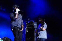Thumb_the-roots-perform-at-orlando-calling-music-festival-november-12-2011-photo-by-geno-knight-27