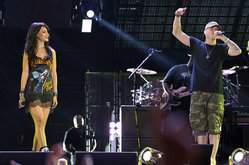 Thumb_eminem-rihanna-monster-tour-2014-billboard-650