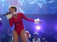 Thumb_miley-cyrus-101.3-kdwb-s-jingle-ball-in-minnesota-december-2013_8