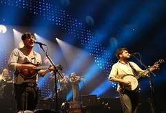 Thumb_mumford-sons-performing-live-in-concert-03