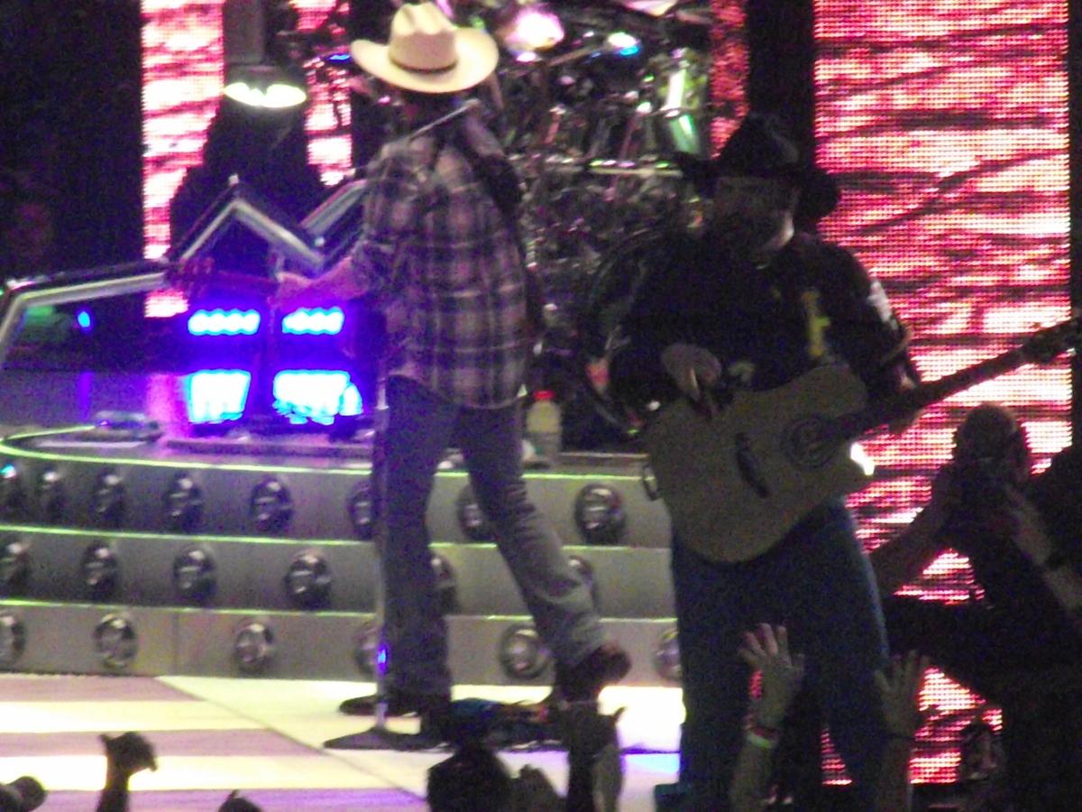 Garth Brooks's Concert & Tour History | Concert Archives
