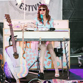 Thumb_21_-_jenny_lewis_newport_folk_fest_concert_photo