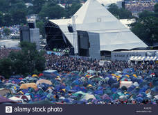 Thumb_glastonbury-2000-pyramid-stage-with-tents-in-foreground-a14e7d