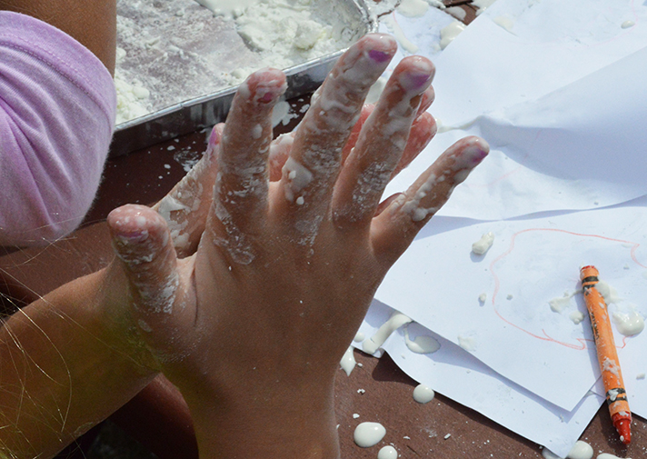 Oobleck turns from liquid to solid when pressure isapplied