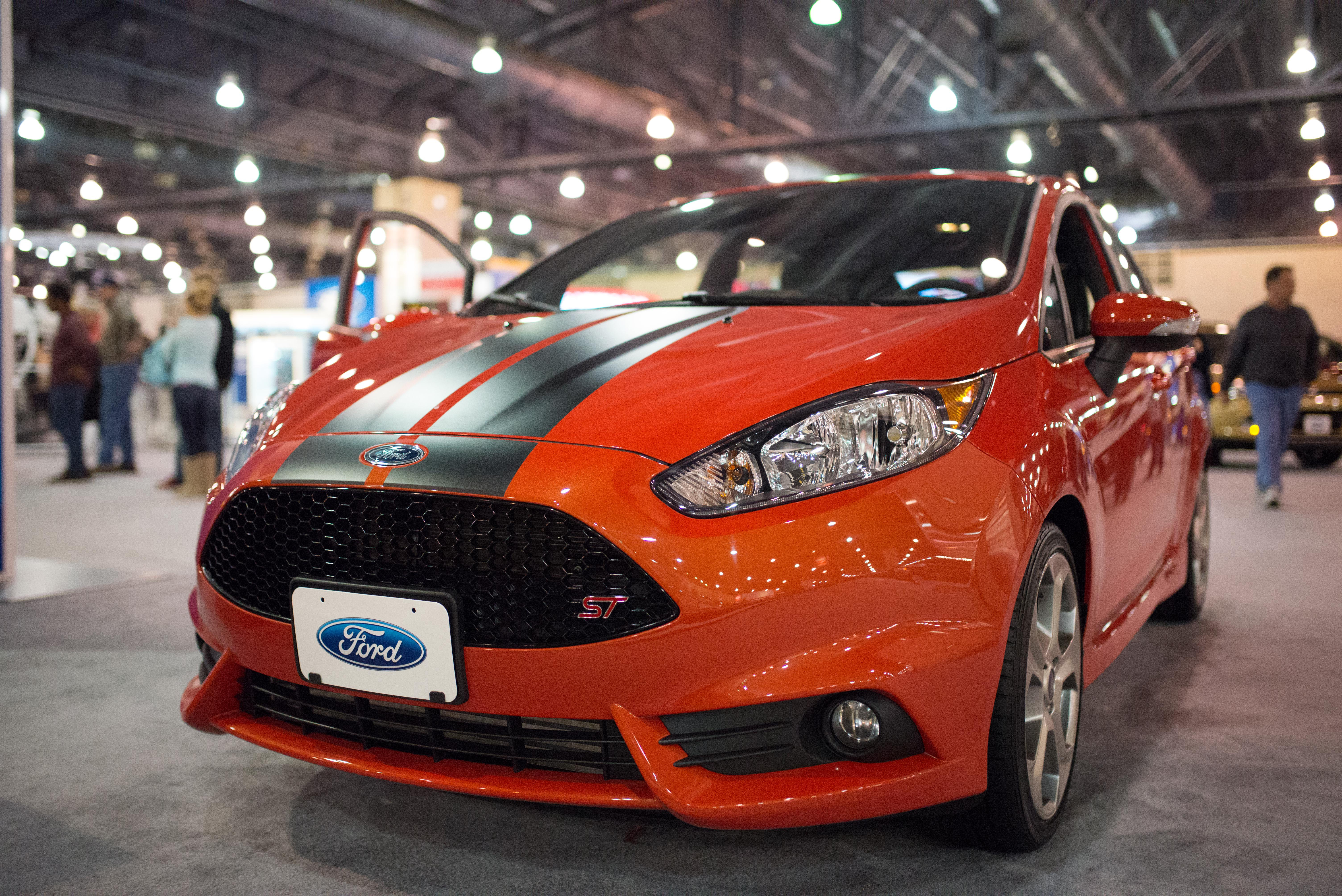 A Recap In Photos Philly Auto Show The Daily Pennsylvanian - Philly car show