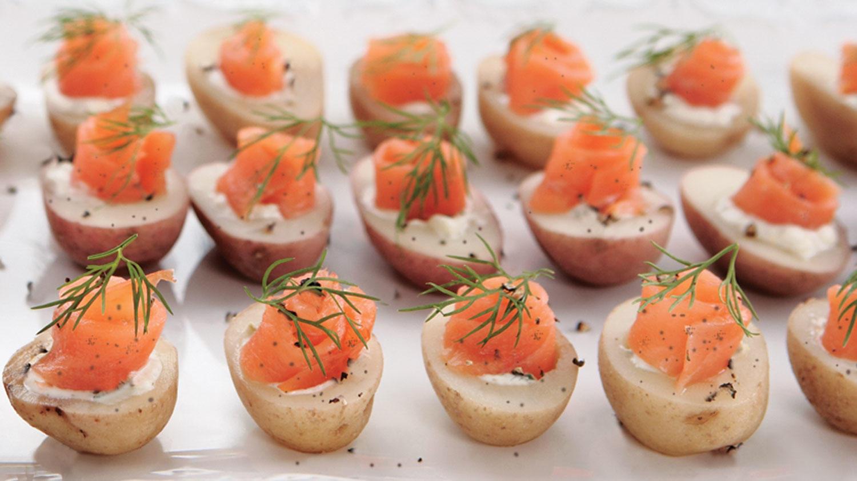 Sobeys canap s de pommes de terre au saumon fum for Canape jamie oliver