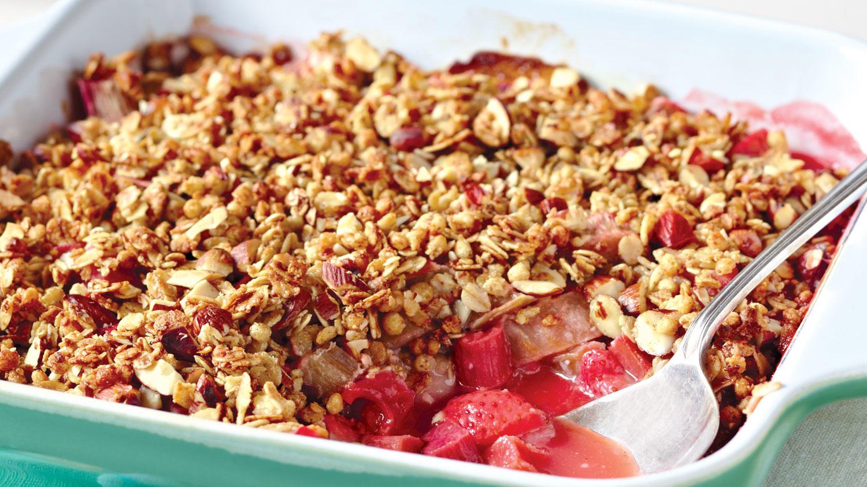 strawberry rhubarb crisp strawberry rhubarb crisp a strawberry rhubarb ...