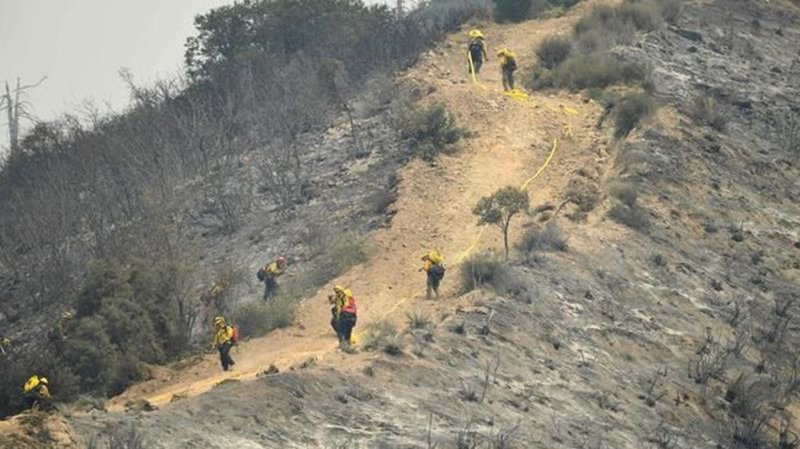 Firefighter dies battling El Dorado fire in San Bernardino