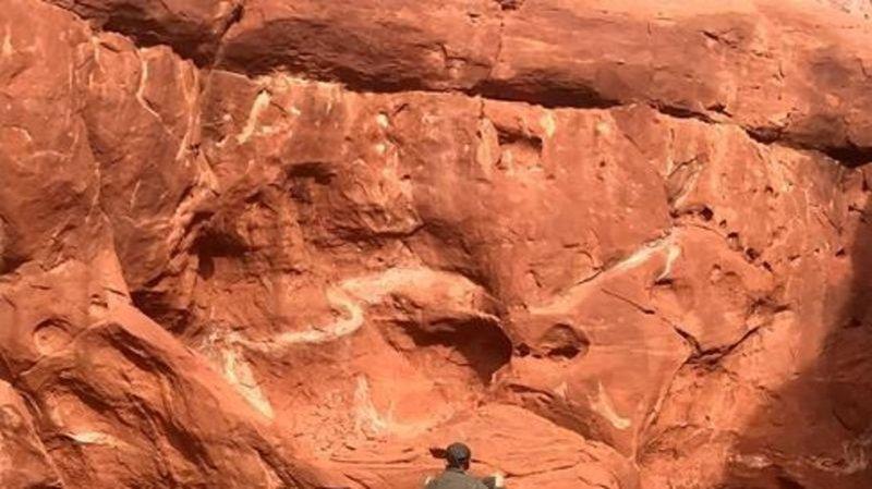 b8d4zrfpixwgem https chatnewstoday ca 2020 11 24 mysterious shiny monolith found in otherworldly utah desert