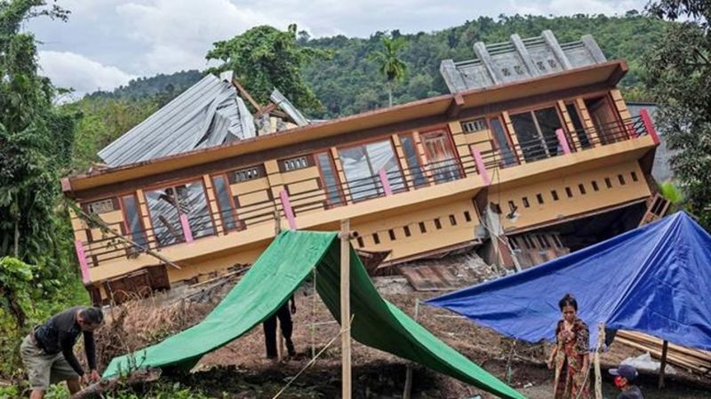 Quake on Indonesia's Sulawesi Island leaves thousands homeless as recovery begins