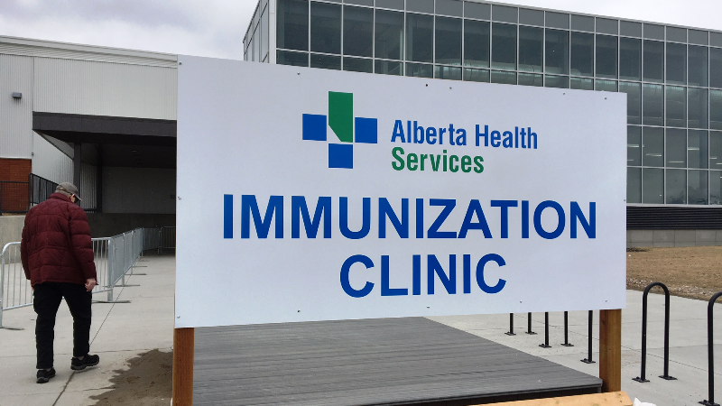 Hinshaw announces new COVID-19 quarantine rules for vaccinated Albertans