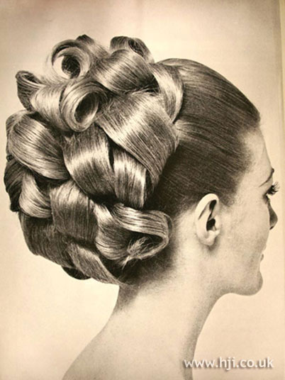 Women's Hairstyles - Updo