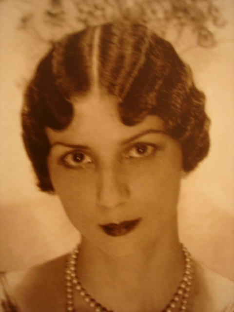 1930's Hairstyles - Pin Curls - Finger Waves