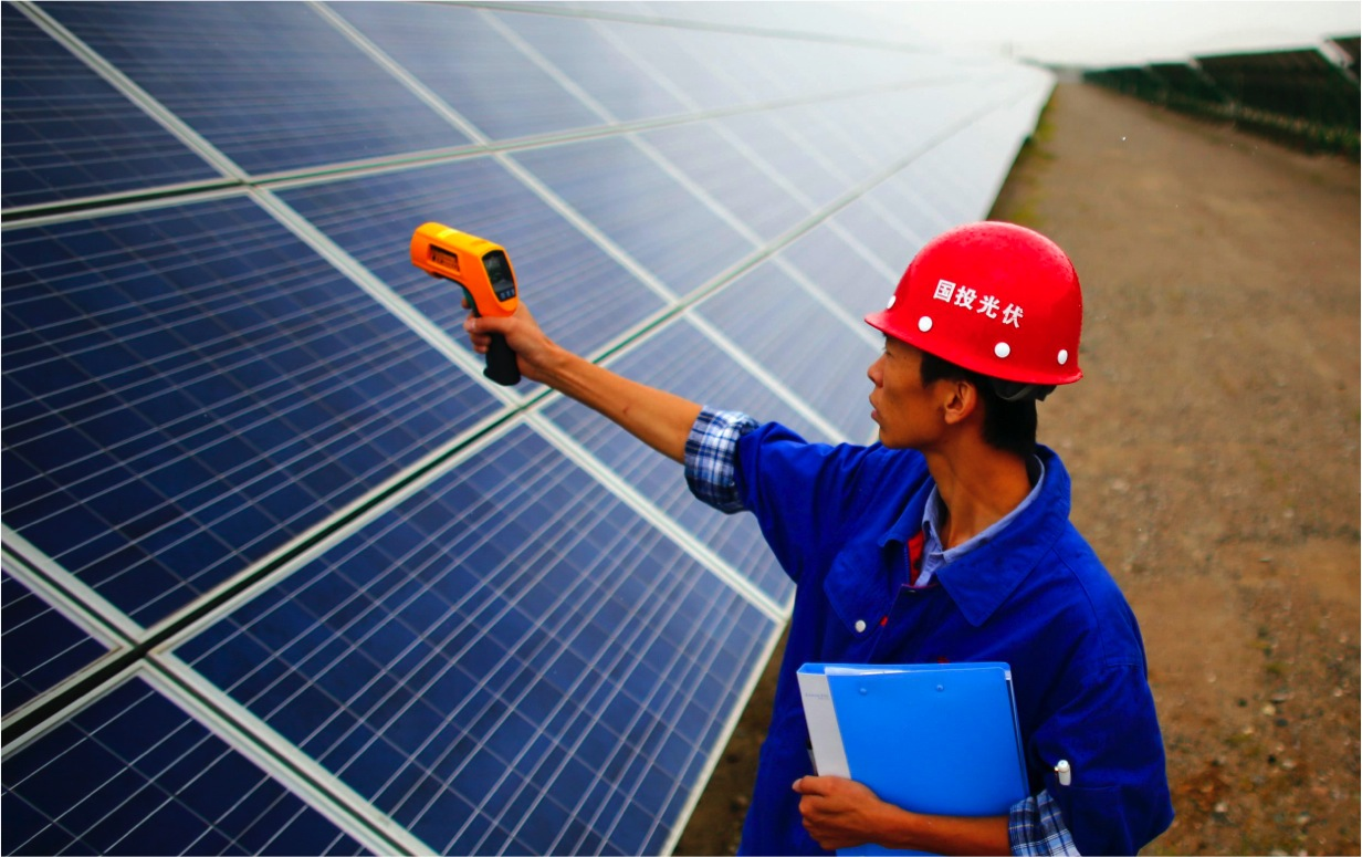 solar-worker-in-china-park.jpg