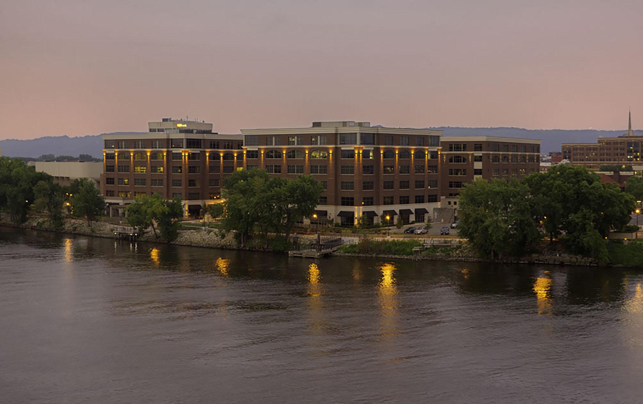18_Riverside-Center-Office-Complex
