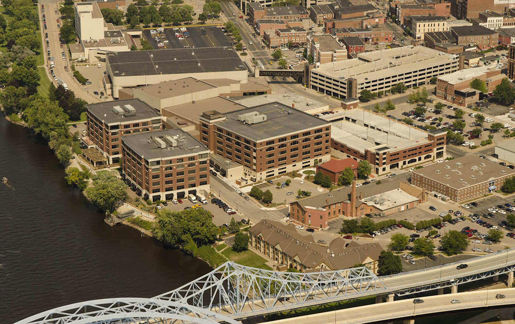 7_Riverside-Center-Office-Complex