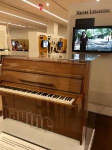 MIM Lennon Imagine piano