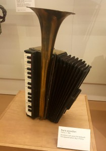 MIM piano accordion
