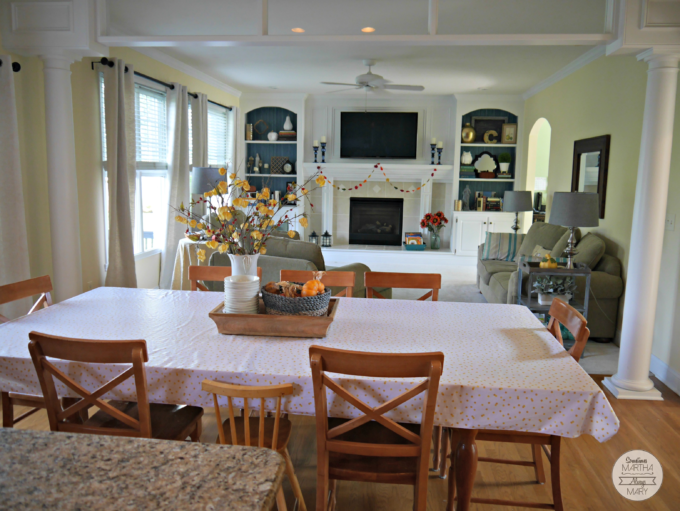 kitchen-table-and-family-room-from-kitchen-island