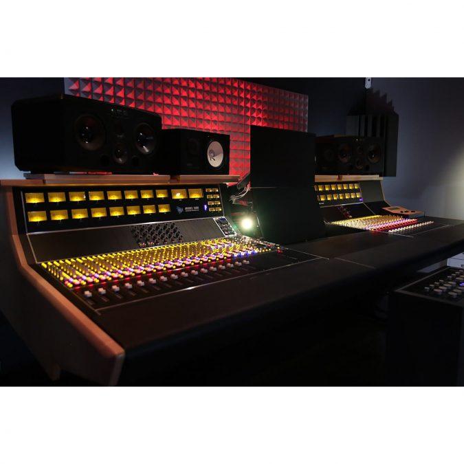 API 1608 All Discrete Console Recording Console