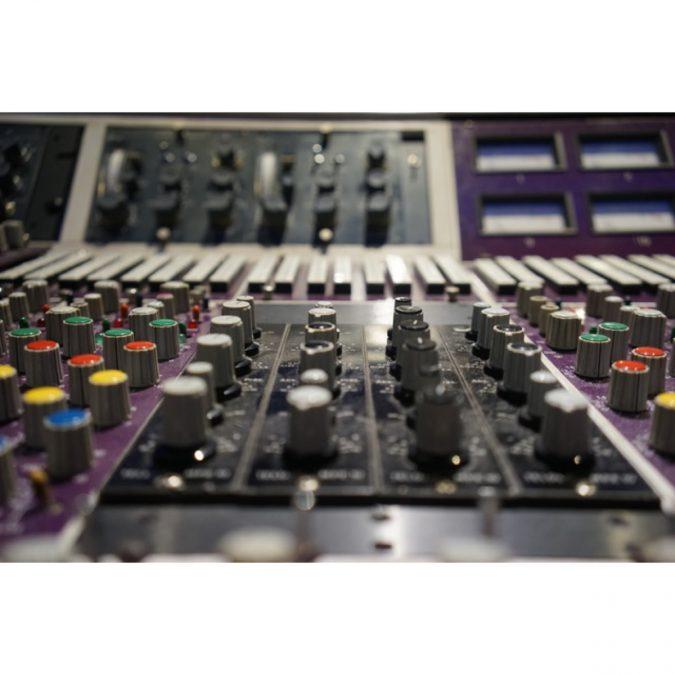 Helios 28 x 16 x 24 Studio Console (Vintage)