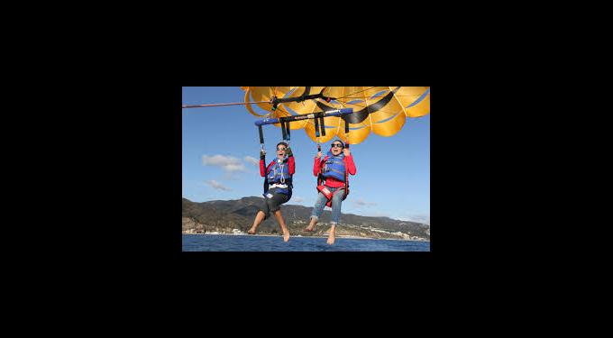 Hollywood Parasail