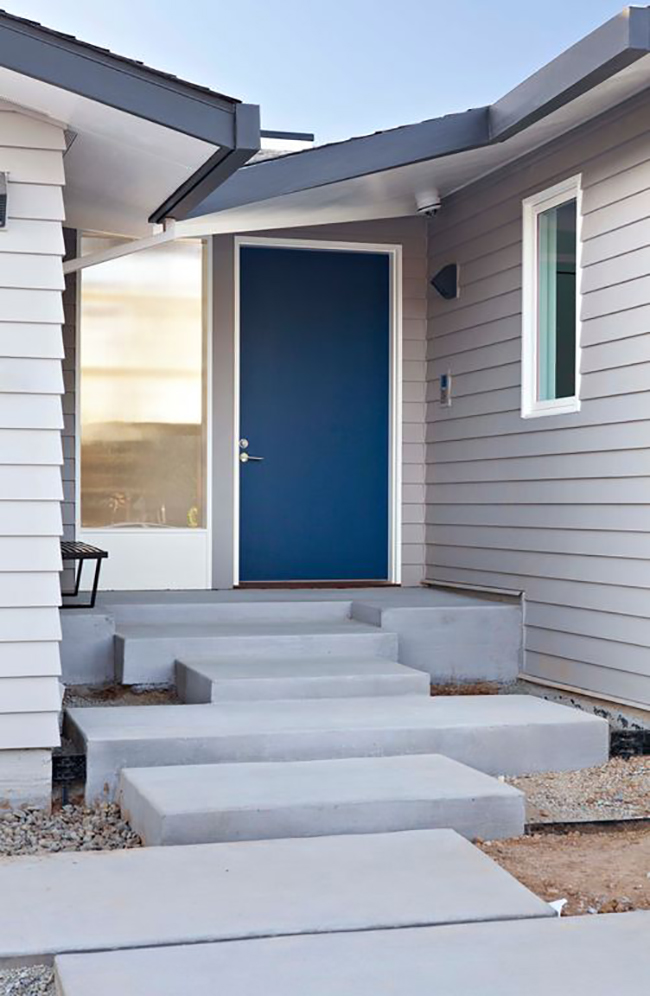Navy blue front doors For a pop of color, homes with front doors painted in shades of dark navy blue to slate gray sold for $1,514 more.