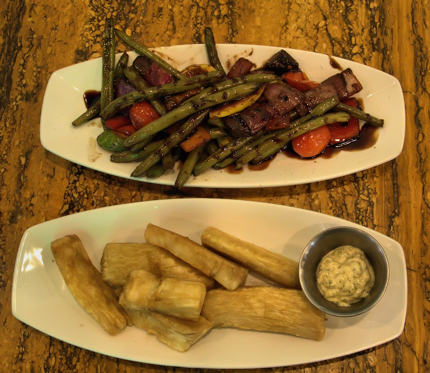 Mixed vegetables and fried yucca