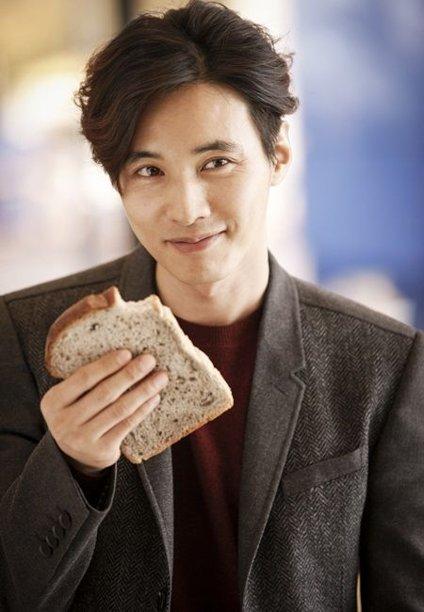 Won Bin face smaller than bread