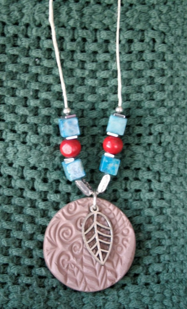Essential Oil Necklace/Blue & Red Round W/leaf