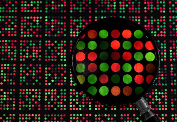 Mighty merger: New software can sift and sort pieces of gene expression data gleaned from a microarray (left).