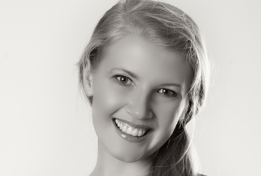 Black and white photographic portrait of the scientist Evelina Fedorenko