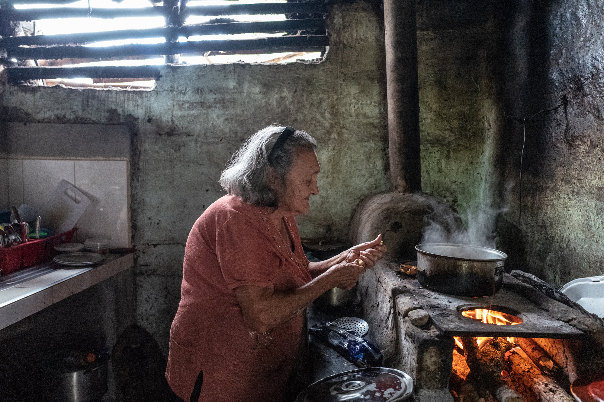 Mercedes Triviño cooks diner at her home in Ricaurte, Valle del Cauca on July 30, 2018.