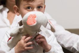 欧文在耶鲁儿童研究中心的等候和休息区进行测试