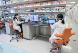 COVID - 19大流行期间的实验室现场。