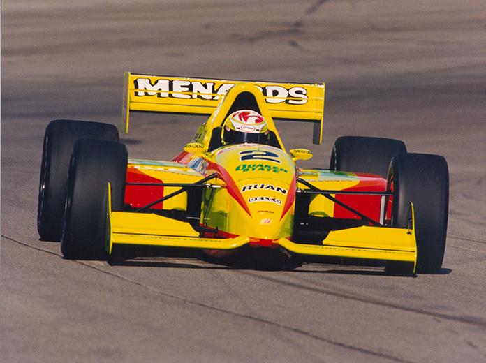 Tony Stewart (G.Force-Oldsmobile) si dimostra spesso dominante nel '97, ma il titolo arriverà solo all'ultima gara di Las Vegas. speedsport.com, indycar
