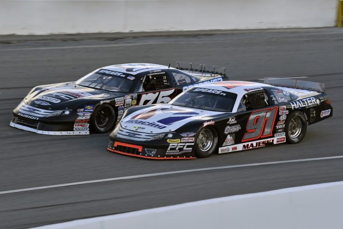 Ty Majeski (91) races under Jeremy Doss during the Winter Showdown at Kern County Raceway Park earlier this year. (Steve Himelstein photo)