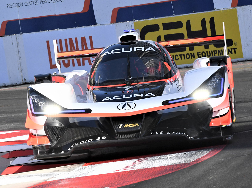 Castroneves Resets Long Beach Track Record   SPEED SPORT