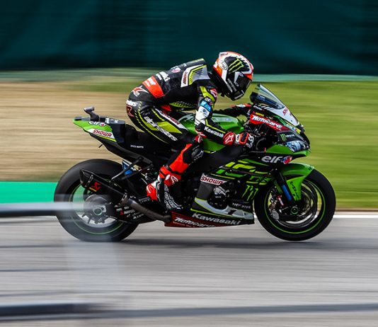 Jonathan Rea en route to victory Saturday in Italy. (WorldSBK Photo)