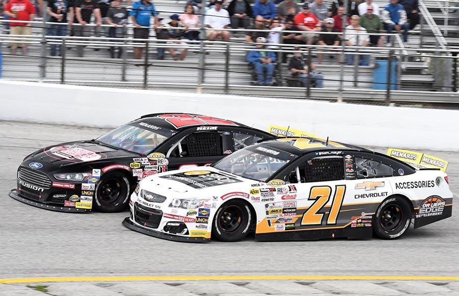 Sam Mayer (21) races under Corey Heim during Sunday's ARCA Menards Series race at Toledo Speedway. (Frank Smith Photo)