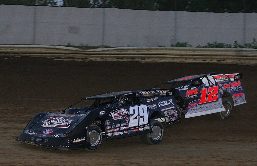 Darrell Lanigan (29) and Doug Drown battle for position during Saturday's World of Outlaws Morton Buildings Late Model Series event at Wayne County Speedway. (Todd Ridgeway Photo)