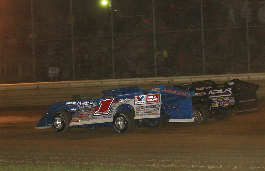Brandon Sheppard (1) battles Darrell Lanigan during Saturday's World of Outlaws Morton Buildings Late Model Series event at Wayne County Speedway. (Todd Ridgeway Photo)