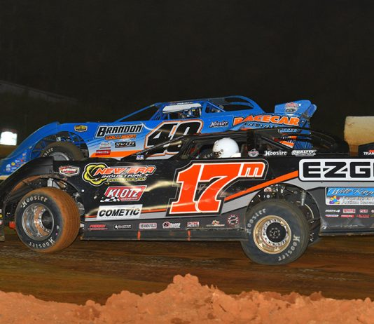 Dale McDowell (17m) races under Kyle Bronson during the Scott Sexton Memorial on Monday at 411 Motor Speedway. (Michael Moats Photo)