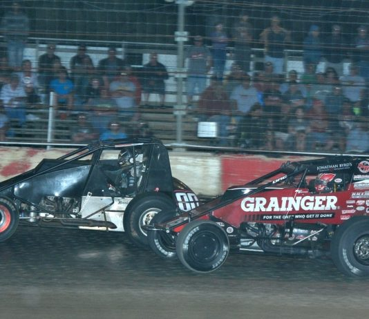 Kevin Thomas Jr. (19) charges under Thomas Meseraull at Montpelier (Ind.) Speedway. (Randy Crist photo)
