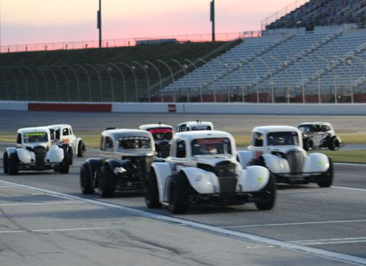 Thursday Night Thunder action at Atlanta Motor Speedway. (AMS photo)
