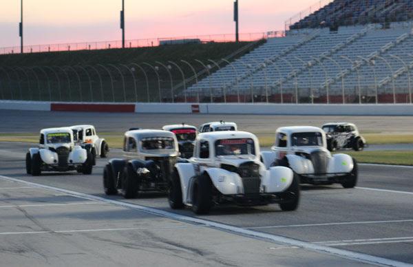 Thursday Night Thunder action at Atlanta Motor Speedway. (AMS photo)