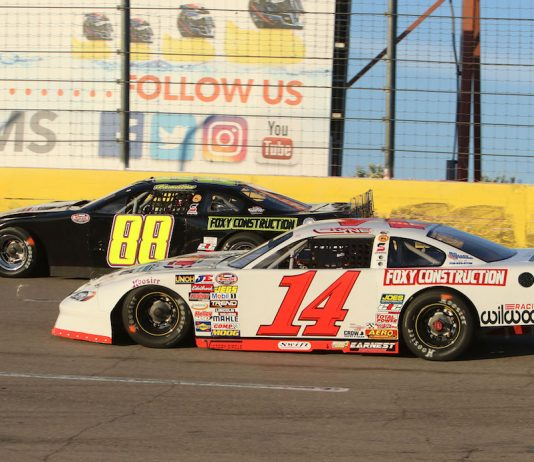 Chris Clyne (14) and Davey Hamilton Saturday night at The Bullring at Las Vegas Motor Speedway. (Barry Ambrose photo)
