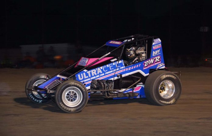 Thomas Meseraull en route to victory at Gas City I-69 Speedway. (Gary Gasper photo)
